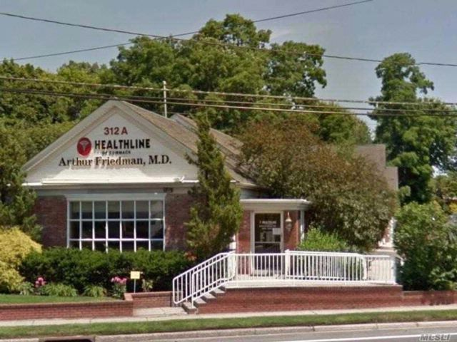 Commercial Property in Commack